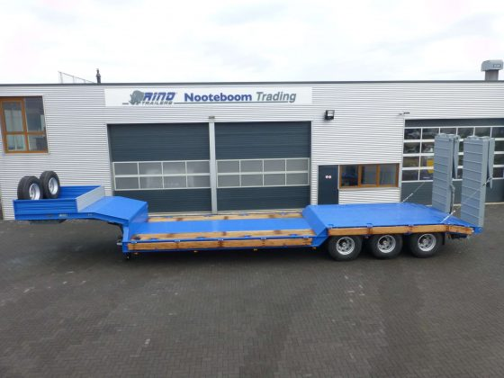70 tons heavy duty lowbed with a stepframe and double ramps for awkward road condition