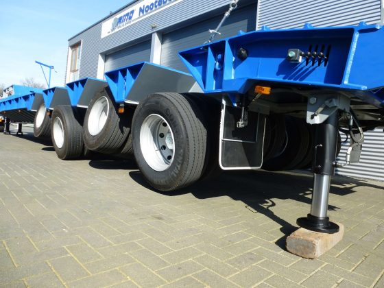 Semi remorque 4 essieux adaptée à la piste