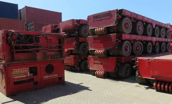 SPMT axle lines several units 6 axle 4 axle available