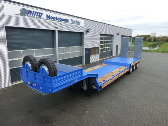 70 tons heavy duty lowbed with a stepframe and double ramps for heavy road condition