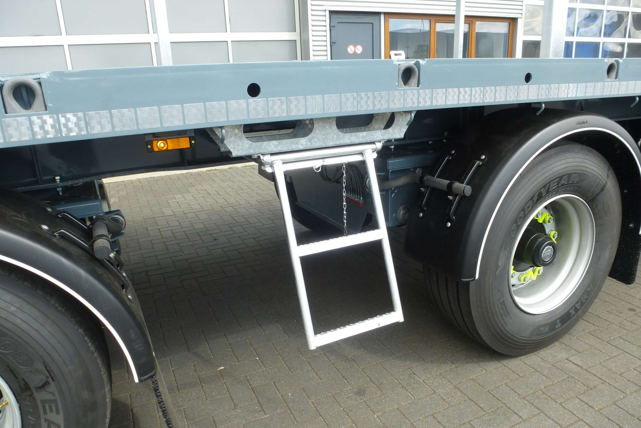 CITY TRAILER // 2 AXLES STEERED // 29,5 TONS PAYLOAD