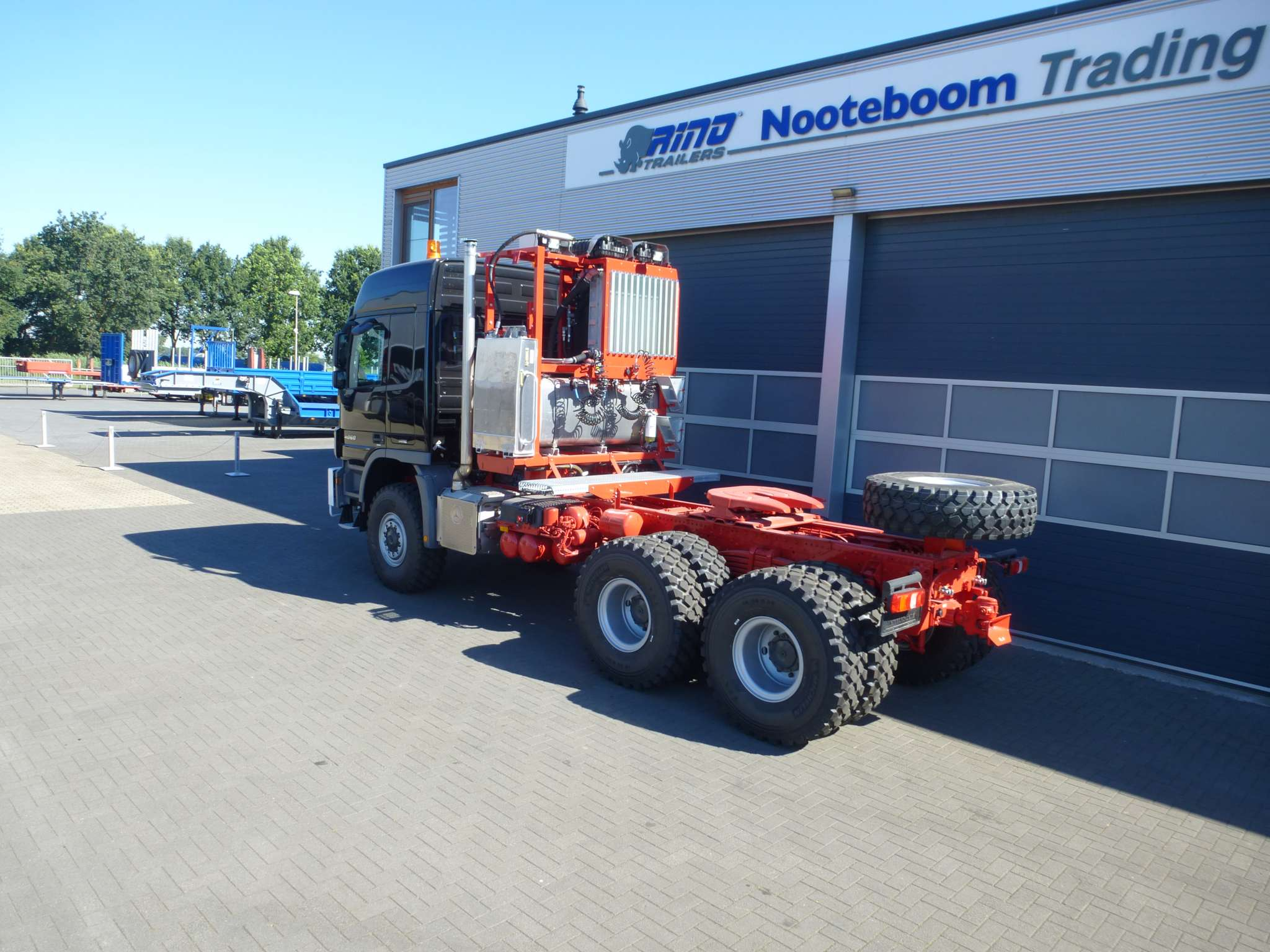 Mercedes Benz Titan heavy duty tractor head - 6x6 - 350 ton pulling capacity - RHD - from stock available