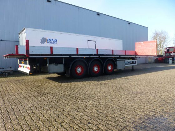3 axle flat trailer // with aluminum sideboards and storage // load capacity 35 tons