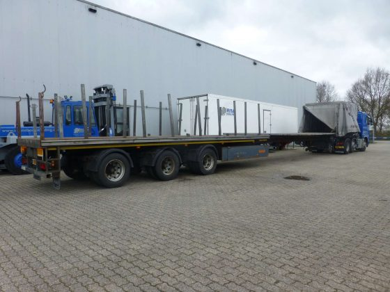 3 AXLE FLATBED // 3 AXLES HYDRAULICE STEERING // MIT CURTAINSIDER WITH ALUMINIUM BODEM // EXTENDABLE TIL 21 MTR // PAYLOAD 37 TON