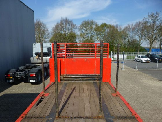 3 AXLE FLATBED // WITH TWISTLOCK //WIDTH ALUMINIUM SIDE BOARDS // PAYLOAD 35 TON