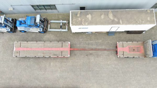 3 AXLE FLATBED // 3 AXLES HYDRAULICE STEERING //  EXTENDABLE TIL 28 MTR // PAYLOAD 34 TON