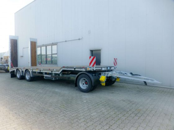3-axle low loader trailer with offset platform
