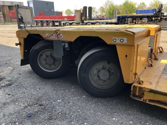 2 AXLE LOWBED // EXTENDABLE TILL 10,25 M // PAYLOAD 32 T // LOADFLOOR HEIGHT 365 MM