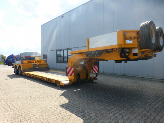 2 AXLE LOWBED // EXTENDABLE TILL 9,8 M // PAYLOAD 46 T // LOADFLOOR HEIGHT 365 MM