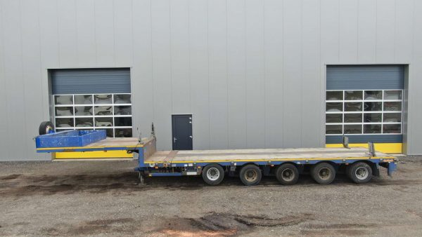 5 Axle semi lowbed, extendable till 15,6 m, payload 65,8 ton