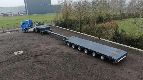 6 Assige semi dieplader met een laadvloerlengte van 19 meter en een laadvermogen van 67 ton