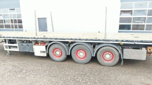 3 AXLE FLATBED // WITH TWISTLOCK //WIDTH ALUMINIUM SIDE BOARDS // PAYLOAD 36 TON