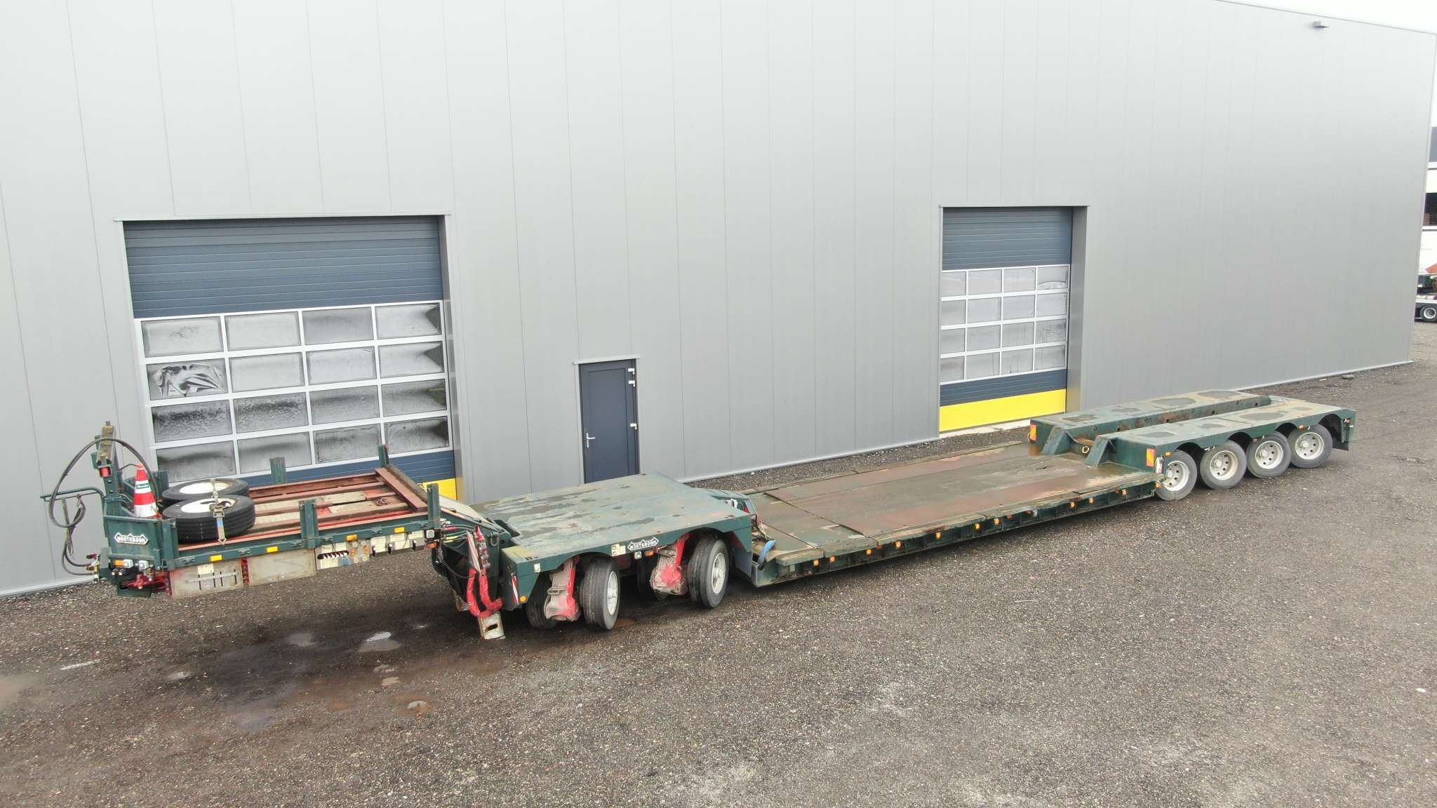 2 bed 4 | 4 axle low-loader incl. 2 axle interdolly | payload 66 ton