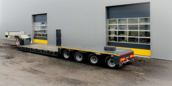 Heavy duty low-loader for awkward road condition 4 axle steered, with detachable gooseneck , suitable for payload up to 90 ton