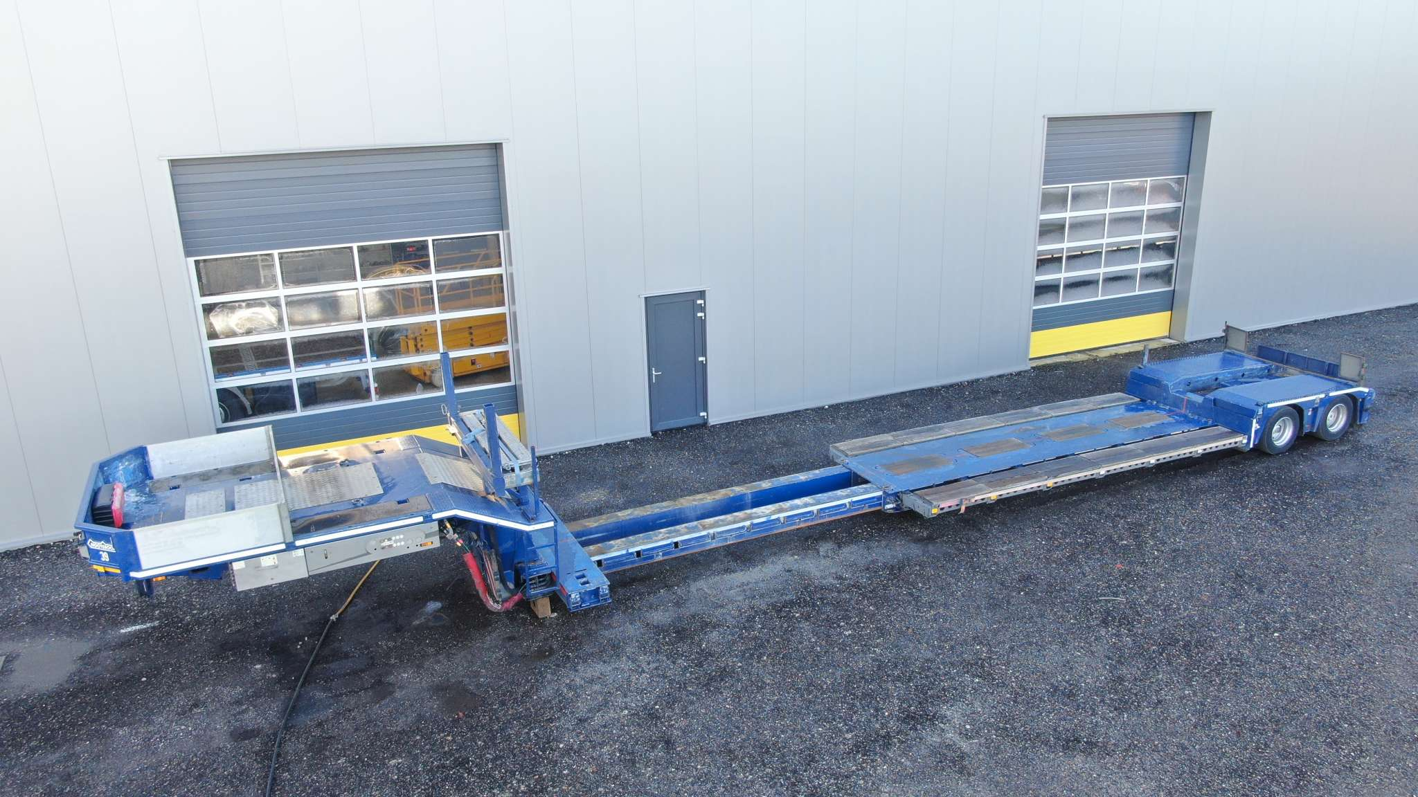 2 Axle lowbed for an agriculture harvester | Loadfloor height 435 mm | extendable till 11 m net loading length | payload 25 Ton
