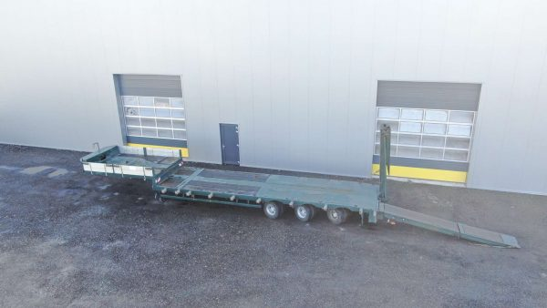 3 axle hydraulic steered semi lowbed for forklifts and skyworkers | 5,0 m hydraulic ramps | payload 30 tons