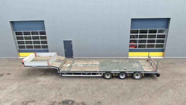 3 Axle semi lowbed | extendable till 14,7 m | payload 38 ton