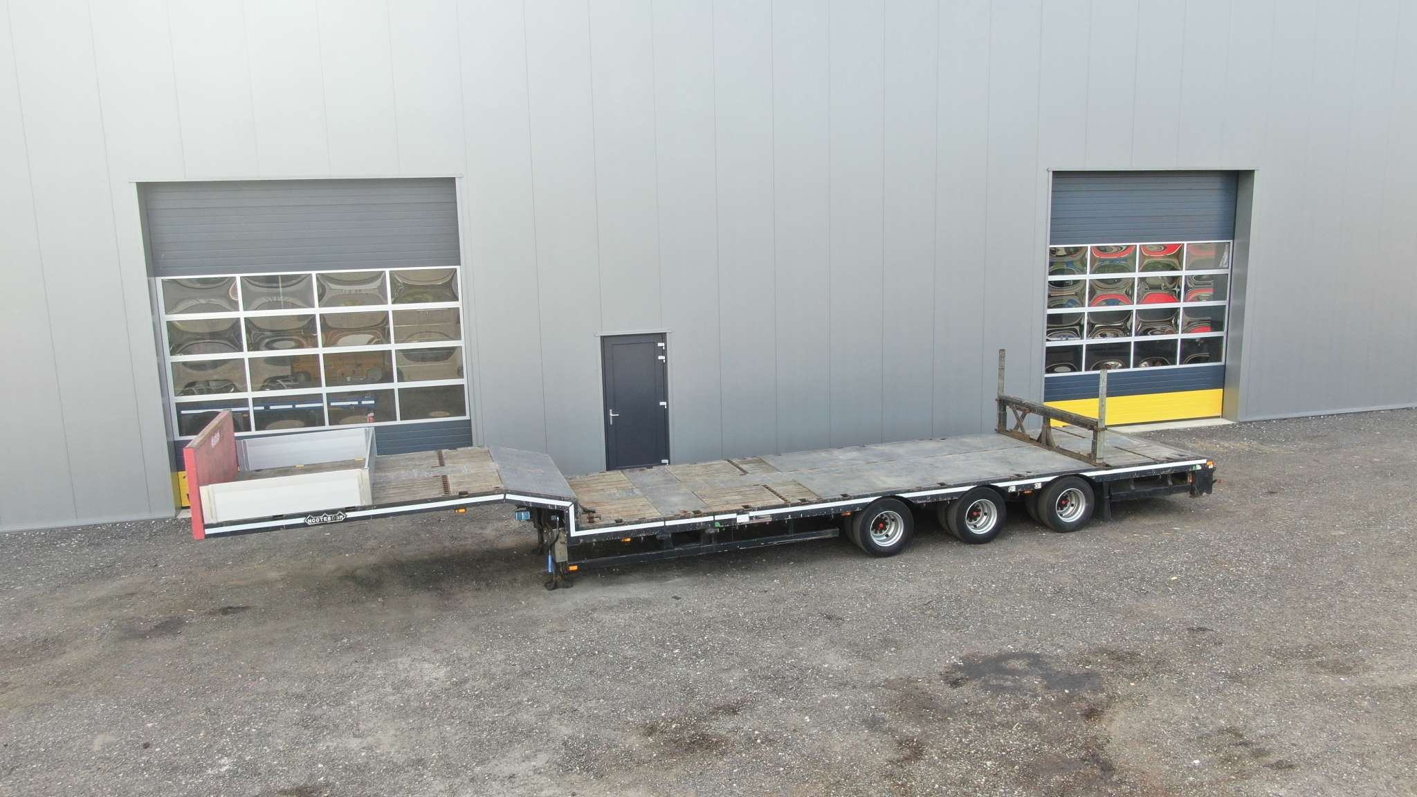 3 Axle semi lowbed | extendable till 14,7 m | payload 36,7 ton